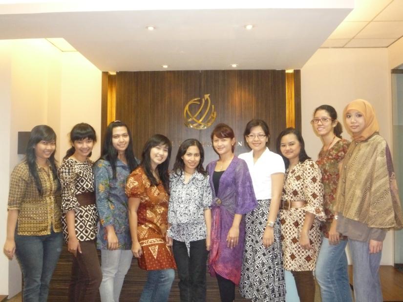 batik bersama teman-teman sekantor